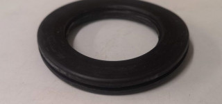 Petrol tank filler gasket (early)