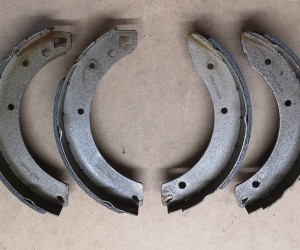 Rear brake shoes (late)