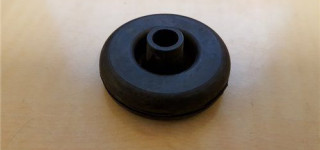 Handbrake cable or accelerator (throttle) rod grommet
